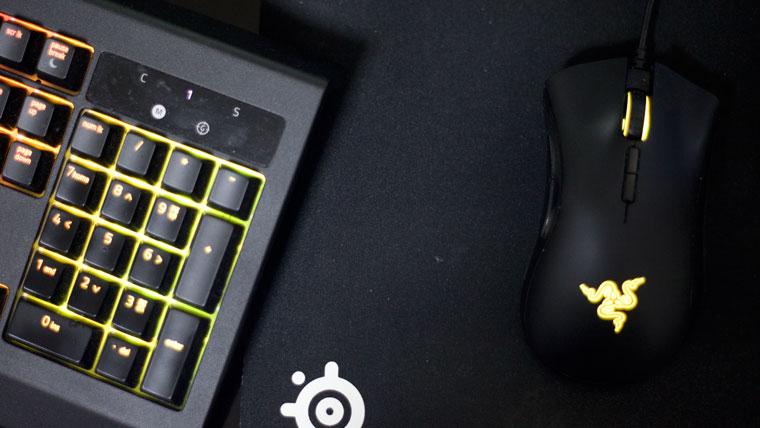 キーボードがマウスと重なる