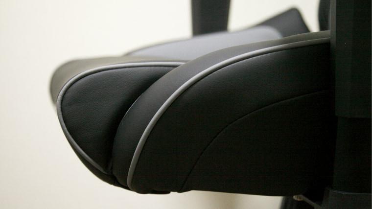 AKRacing PRO-X 座面の厚み