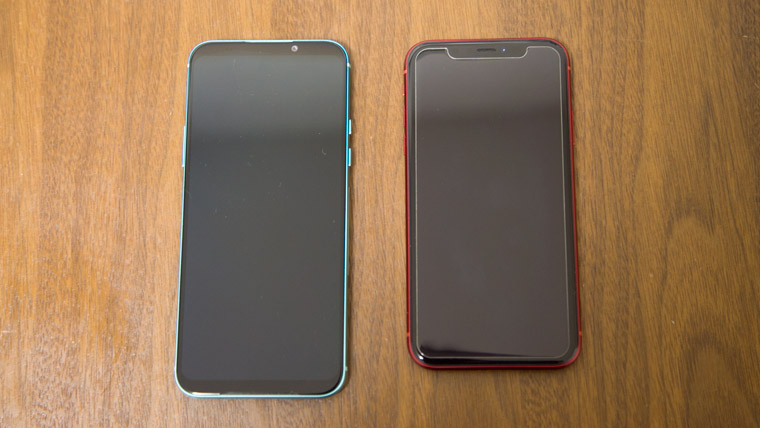 iPhone XR と Black Shark 2 のサイズ比較
