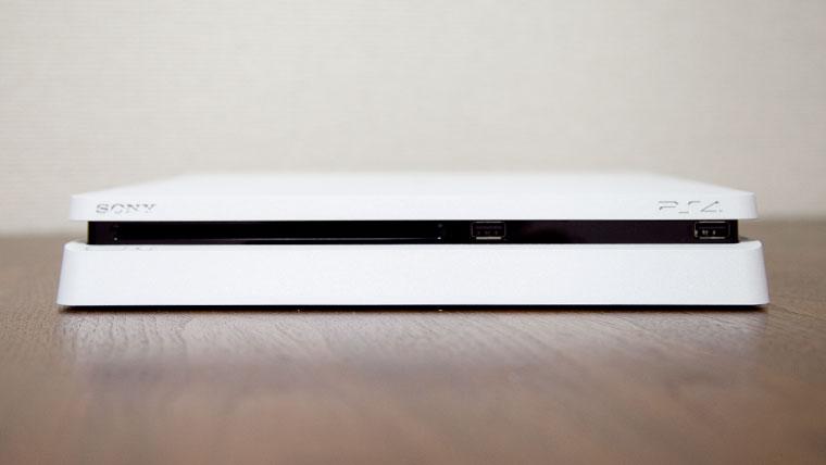 薄型PS4 - 正面