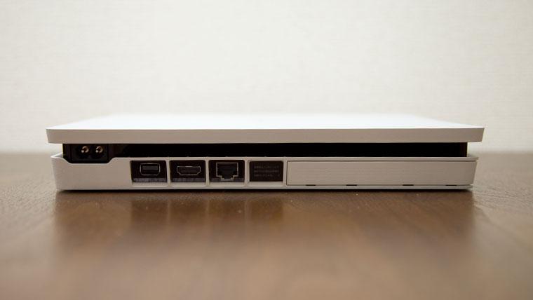 薄型PS4 - 背面