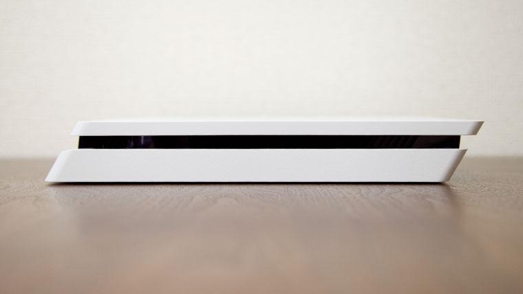 薄型PS4 - サイド