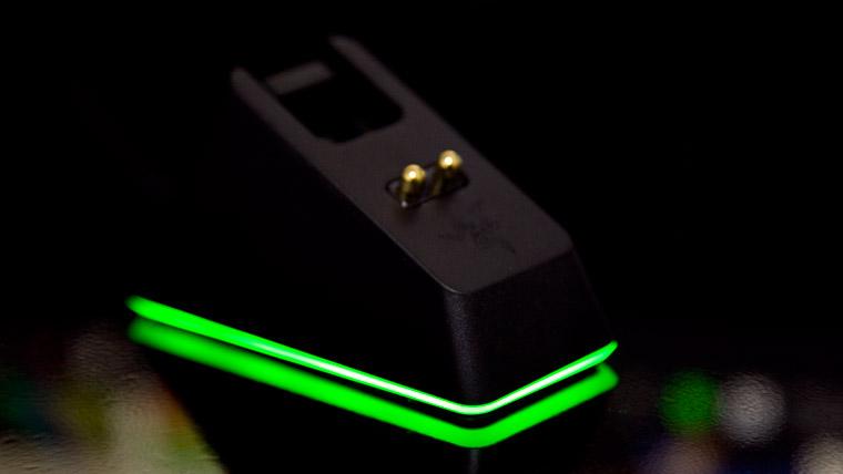 光る充電ドック
