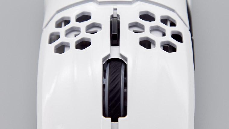 Cooler Master MM711 - ホイールとDPIボタン