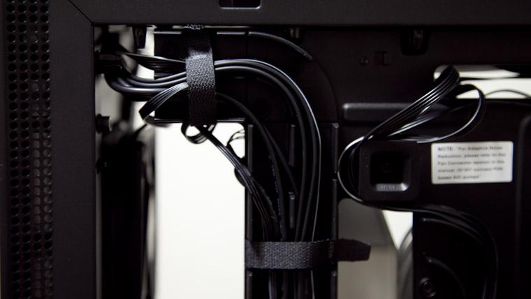 H700i ケーブルマネジメントシステム