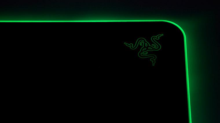 Razer Firefly V2 - 光るRazerロゴ