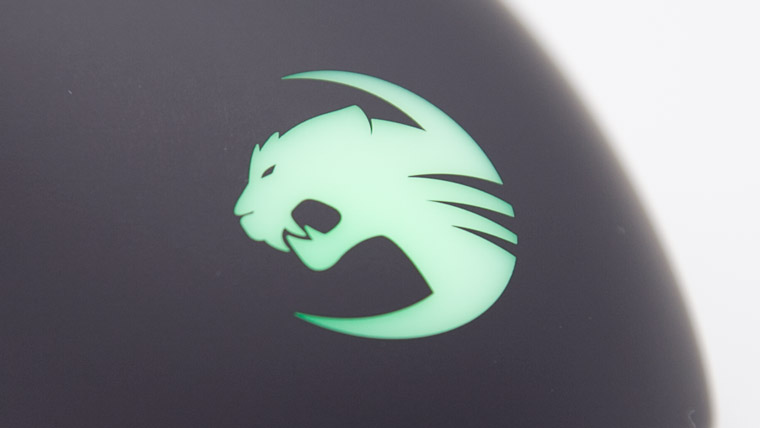 光るバックロゴ