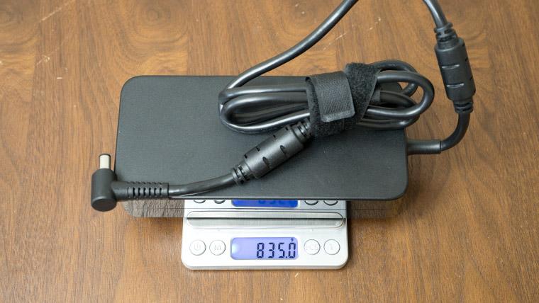 GALLERIA GCR2080RNF-E - アダプターの重さ1