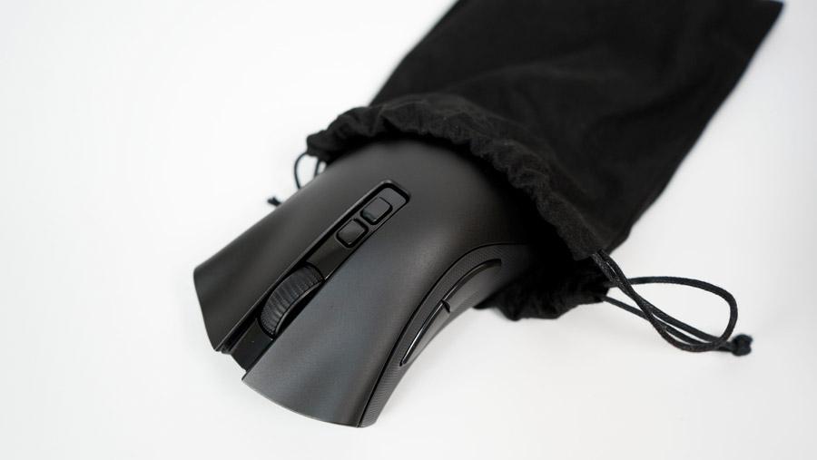 Razer DeathAdder V2 Pro 黒い袋に入ったマウス本体