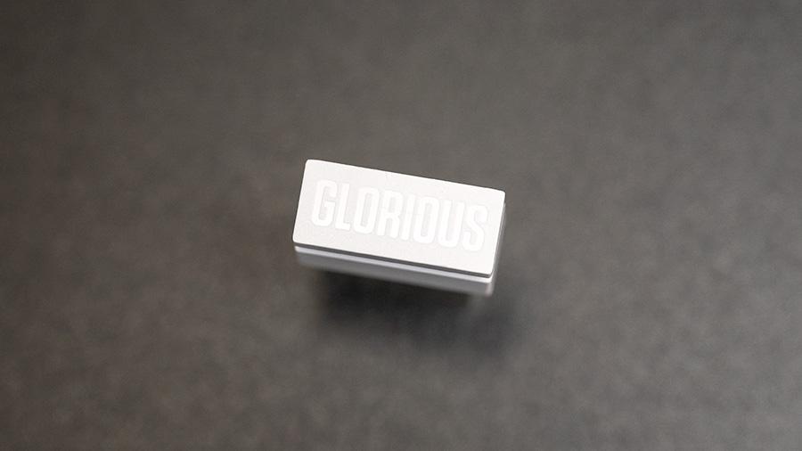 Model O Wireless USBレシーバーの銘板
